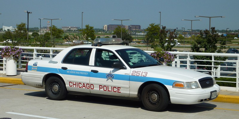 2009-09-11_Chicago_Police_car_2513_in_front_of_ORD