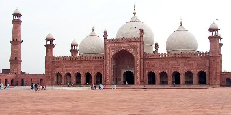 Badshahi_Mosque_July_1_2005_pic32_by_Ali_Imran_(1)