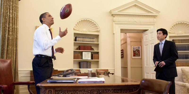 Barack_Obama,_Eugene_Kang,_and_a_football_(June_24,_2009)