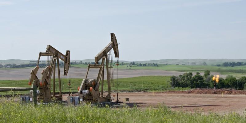 Bernice_1_and_2_wells_with_moisture_flare_-_Arnegard_North_Dakota_-_2013-07-04