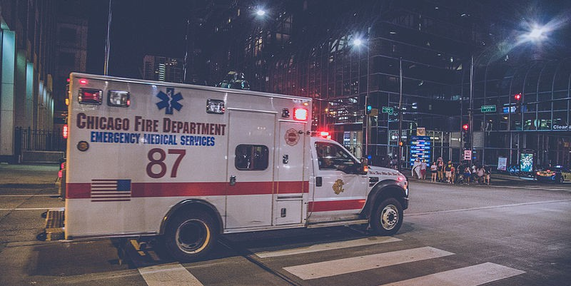 Chicago_Ambulance_at_Night_6D2B5162