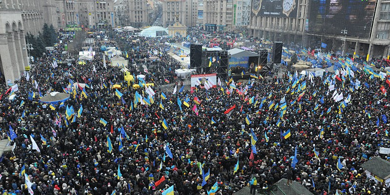 Euromaidan_panoramic_view_taken_from_the_top_of_the_Revolution_Christmas_tree._December_8,_2013-2
