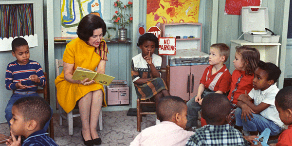 Lady_Bird_Johnson_Visiting_a_Classroom_for_Project_Head_Start_1966