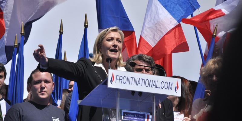 Meeting_1er_mai_2012_Front_National,_Paris_(45)