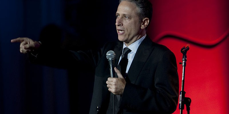 US_Navy_110616-N-TT977-192_Jon_Stewart_performs_at_the_Stand_Up_for_Heroes_dinner_at_the_Ronald_Reag